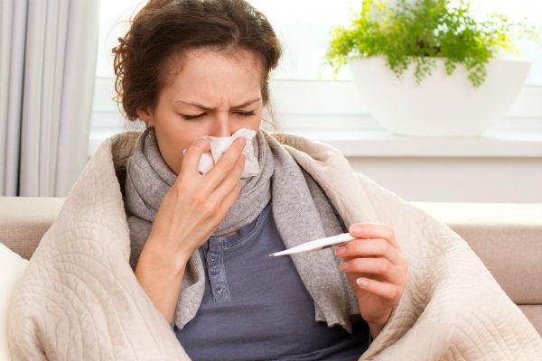 Ринофарингит — заболевание, связанное с воспалением слизистой оболочки носа и глотки