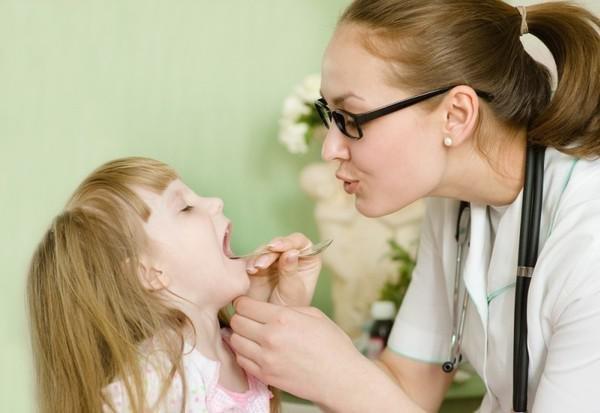 Влажный кашель у ребенка: симптомы, причины и лечение