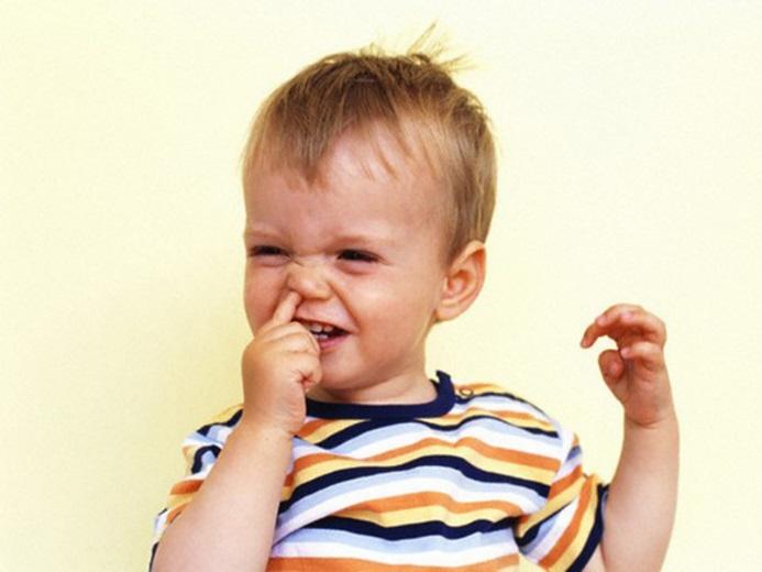 Насморк с кровью у ребенка: почему при насморке может идти кровь из носа, отличия насморка с кровью у взрослых от насморка с кровью у детей